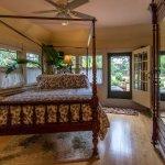 Cadiz Garden Suite Bed