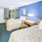 Days Inn Bossier City two double beds