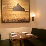 Dining Area Feel: Sleek, Comfortable, American