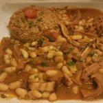 Gambas, salade de poulpe, coquillages, tripes et poire pochée au porto.
