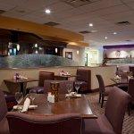 Photo de Doubletree Suites by Hilton Hotel Cincinnati - Blue Ash