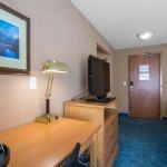 Photo of Econo Lodge Inn & Suites University