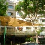plaza Flores y fachada del hotel