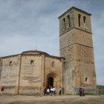 La iglesia y la torre.