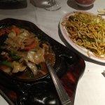 vegetable sizzler (légumes sautés) and noodles