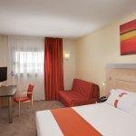 Photo de Holiday Inn Express Barcelona-Sant Cugat