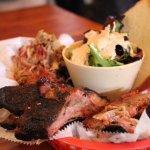 Il minor BBQ che abbia mai mangiato in un anno in America. Questo è il mix di carne! Squisito!