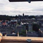 Une fois les étages montés, le réconfort d'avoir la vue depuis les toits!