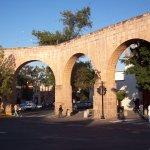 Acueducto de morelia, frente a fuente de las tarascas.