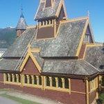 St Olavs kirke eller den engelske kirke, nærmeste nabo til Midnes