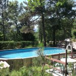 piscine et terrain près du restaurant