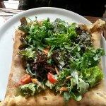 Soooo eine gute Pizza!!! Und ein sehr nettes Lokal, fühlt sich wie in Italien. Von aussen aber u