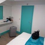 Zimmer mit Badtüre