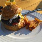 Stracena burger a domaci hranolky