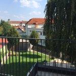 Zimmer mit Gartenblick und Balkon