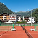 Hotel mit Tennisplatz