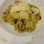 Risotto al curry con setas y parmesano. No estaba nada mal, buen sabor.