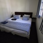 La chambre et son immense lit