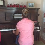 Shelia, the owner, shows us the player piano. Wow, that was really cool.