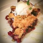 Berry crumble with ice cream