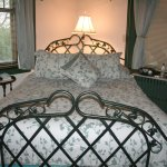 The queen bed in the Ivy Room.