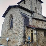 Environs : Suris, petit village pittoresque. L'église avec ses murs d'impactites