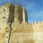 La Torre de la Calahorra desde la ribera del Guadalquivir