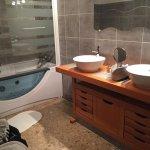 Suite Ivana avec baignoire spa et salon