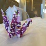床上的紙鶴