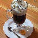 Café style liegeois avec son petit macaron