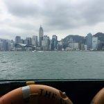 Traversée de la baie en ferry, 5 mns et une attente de 5 mns environ entre 2 ferrys. Hyper perfo