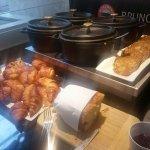 Buffet du dimanche (salé,  sucré,  salé chaud),  et puis aussi le brunch (salé chaud- mini: croi