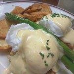 Crab cakes (Eggs-Benedict style)