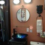 Upgraded bathroom in Dr Livingstone room. Very nice.