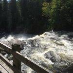 À partir du belvédère, les cascades et chutes ...