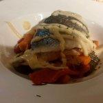 Pescado a la mallorquina con mahonesa con miel y verduras al wok.Buen sabor .