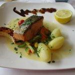 Saumon (élevage écossais) au beurre blanc avec ses petits legumes