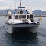 voici le catamaran qui vous emmène à la plongée
