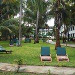 Photo de Travellers Beach Hotel & Club