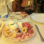 Antipasto Lucano e vino rosso Primitivo Materano