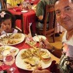 cena con pesce, aragosta e gamberi
