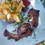 Ribbs et frites avec sauce barbecue