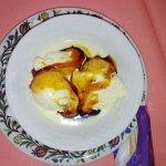 Gelato alla vaniglia con caramello