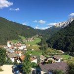 Ausblick vom Hotel in den Rosengarten und Dorf Welschenofen