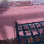 Mancha de vino tinto en el balcon