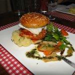hamburger au cabillau et ses petits légumes