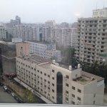 vista desde la habitación, si el día es claro se ve el edificio de la CCCTV