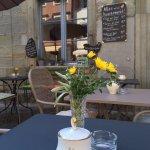Tisch mit Blume