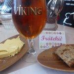 Viking classic beer anbefales og varmt brød, med rikelig smør