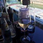 Tisch mit Ausblick Donaukanal